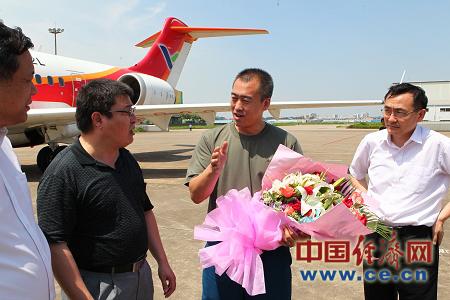 ARJ21飞机103架机转场上海进行试验试飞
