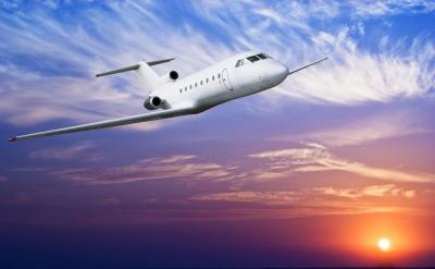 飞机燃油费怎么算_飞机的燃料是什么油-飞机烧什么油?