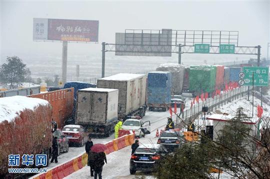 长沙黄花机场1月4日起飞至北京,南京,重庆等地的航班均需除却冰雪后
