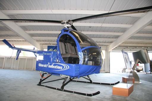 西科斯基公司研发的SMART旋翼。  西科斯基公司的萤火虫全电直升机。  BERP桨尖旋翼。  直升机噪声频谱特性示意图。  直升机噪声水平发展趋势。  蓝边桨叶。   直升机的特殊功能体现其在航空器中的优势,但自上世纪70年代以来,直升机在飞行性能、噪声控制等方面并没有突破性的进展,现代直升机研发在注重基本性能的同时,其竞争力主要体现在保障性、经济性、舒适性等综合性能上。但现代直升机仍存在三个不可回避的缺点:一是噪声大;二是速度低;三是振动大。如果这三个问题得到解决,直升机将是完美的飞行器。造成