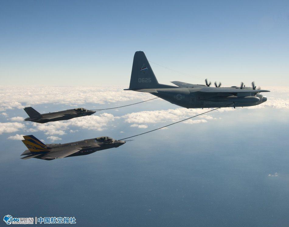 美国海军型f-35c首次进行双机同时空中加油