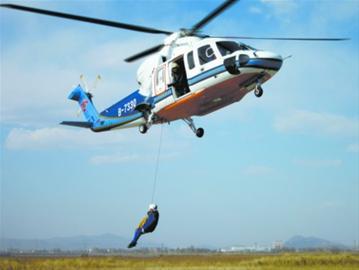 直升机在飞行途中如