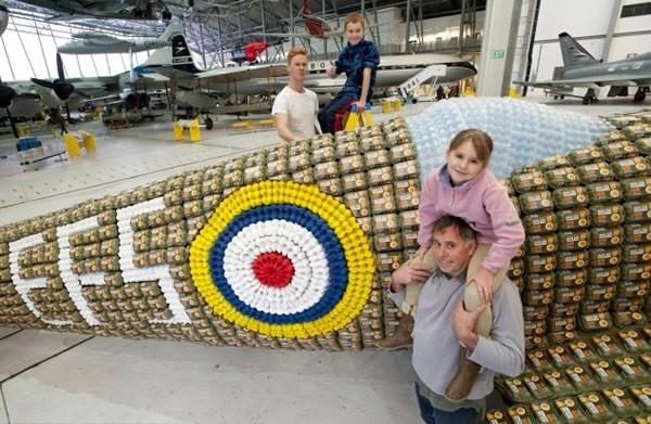 6500个鸡蛋盒打造的喷气式飞机