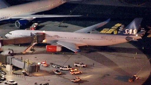 美国新泽西州两架飞机停机坪滑行中发生剐蹭