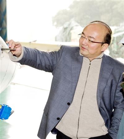 访中航工业洪都总工程师、L15总设计师张弘