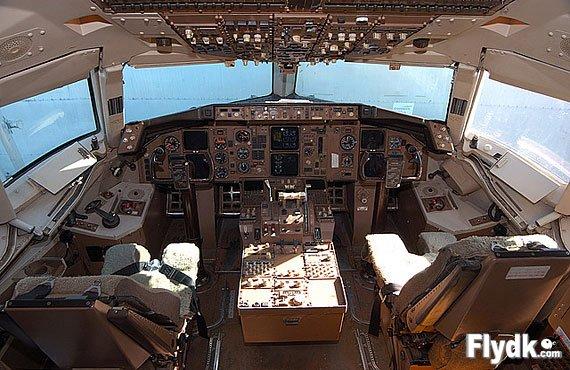 波音757-300驾驶舱