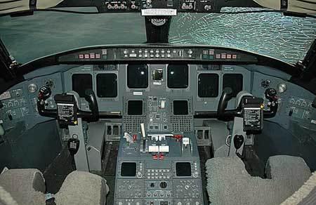 庞巴迪crj飞机驾驶舱内部