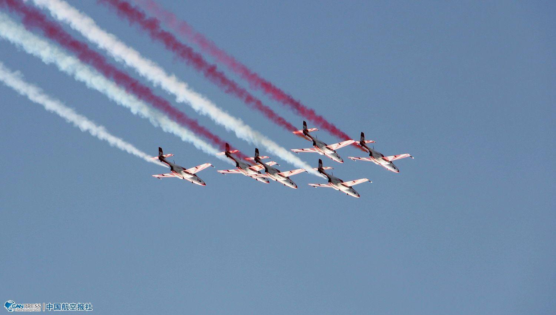 柏林航展:各机型进行精彩的飞行表演