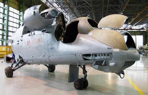 资料图:米-35M武装直升机   柏林国际航空航天展览会ILA-201211日在德国柏林勃兰登堡国际机场举行,航展将持续到16日。俄罗斯派出了庞大的代表团参加此次航展,并将展出包括最新型米-35M武装直升机在内的一系列精品直升机和战斗机。   俄新社11日报道称,俄罗斯联邦军事技术合作局表示,此次俄罗斯派出57家企业参展,其中包括军事技术合作局主体企业国防工业公司和米格飞机制造公司。俄罗斯企业将展出各种军事技术装备。直升机系列包括米-35M武装直升机、米-26重型运输直升机、米-28NE攻击型直升