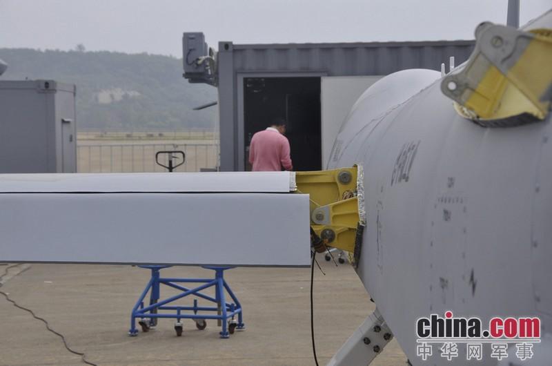 中航翼龙无人机驾临珠海 实拍组装过程