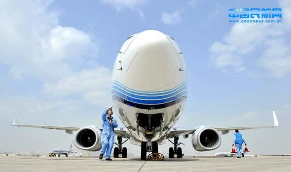 波音737-800降落 2012年第二架新飞机加盟厦航
