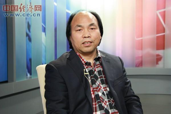 中国书画家协会副主席罗伟