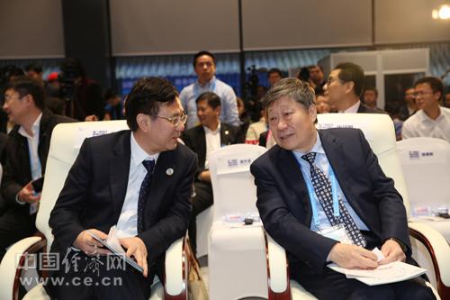 中央政府驻澳门特别行政区联络办公室副主任薛晓峰与海尔集团张瑞敏会间交流
