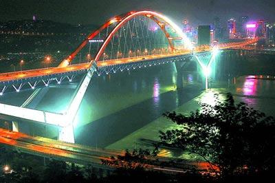 菜园坝长江大桥在夜色中分外绚丽.(图片来自:重庆商报)-重庆菜图片