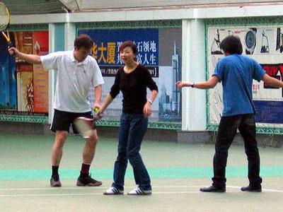 养伤玩球上大学吃小吃 华纳群星南京生活