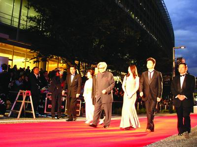东京国际电影节余震中开幕 影迷追捧 隐剑鬼爪