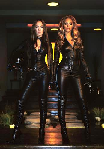 贝克汉姆出演武士 两大性感美女助阵图