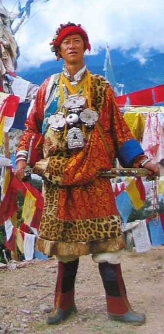 文章图片节选自《藏族服饰史》《西藏民族服饰》